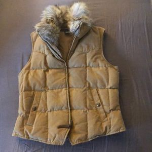 Ralph Lauren tan vest with removable fur collar